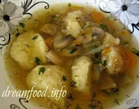 Гречаний суп з грибами і картопляними галушками фото