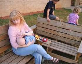 Годування грудьми в громадських місцях фото