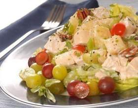 Курячий салат з виноградом фото