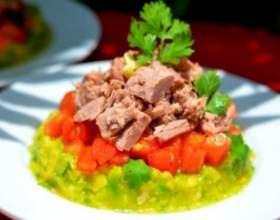 Легкий і смачний салат з тунцем фото