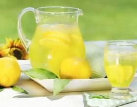 Починайте свій день зі склянки води з лимоном - це важливо! фото