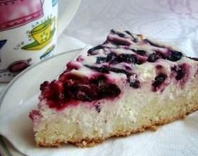 Ніжний пиріг з вишнею та сиром фото