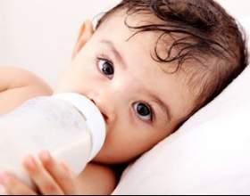 Чи потрібно дитині давати воду (допаювати)? фото