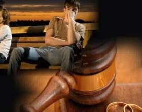 Він посміхався, подаючи на розлучення. А вона сміялася, виходячи із залу суду! фото
