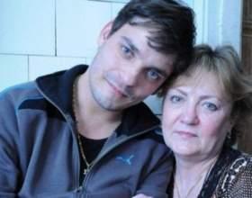 Вона думала, що її син помер, але через 27 років він знайшов її фото