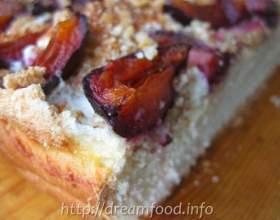 Пиріг зі сливами і горіхами фото