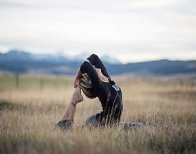 Користь йоги при сучасному спосо᳠фото