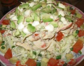 Салат з крабового м`яса на овочевій подушці фото