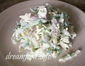 Салат з пекінської капусти з курячим філе фото