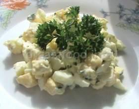 Салат з сиру, яєць, зеленої цибулі і часнику фото