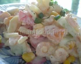Салат овочевий з креветками фото