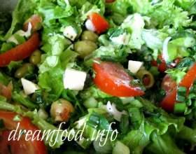 Салат з моцарелою і помідорами фото