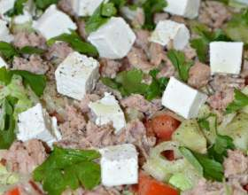 Салат з тунцем і сиром фета фото