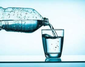 Скільки води пити в день? Якщо пити більше води, ніж необхідно організму (пам`ятаємо, що у кожного свої норми): фото
