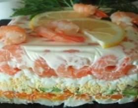 Листковий овочевий салат або овочевий торт фото