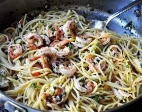 Спагеті з креветками фото
