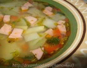 Суп з капусти, горошку і ковбаси фото