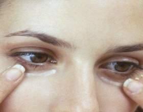 Жінки в усьому світі завдають харчову соду на шкіру під очима - причина феноменальна !!! фото